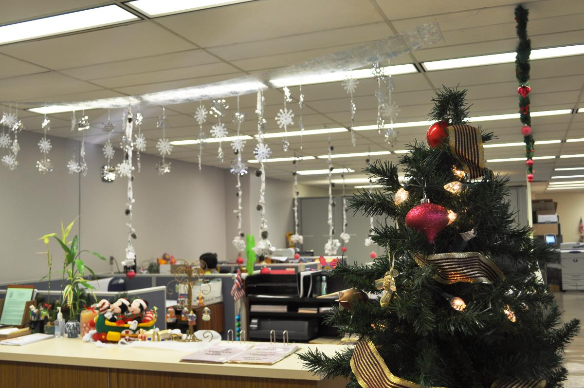 office-christmas-decorating-ideas-hze69kud-(1).jpg